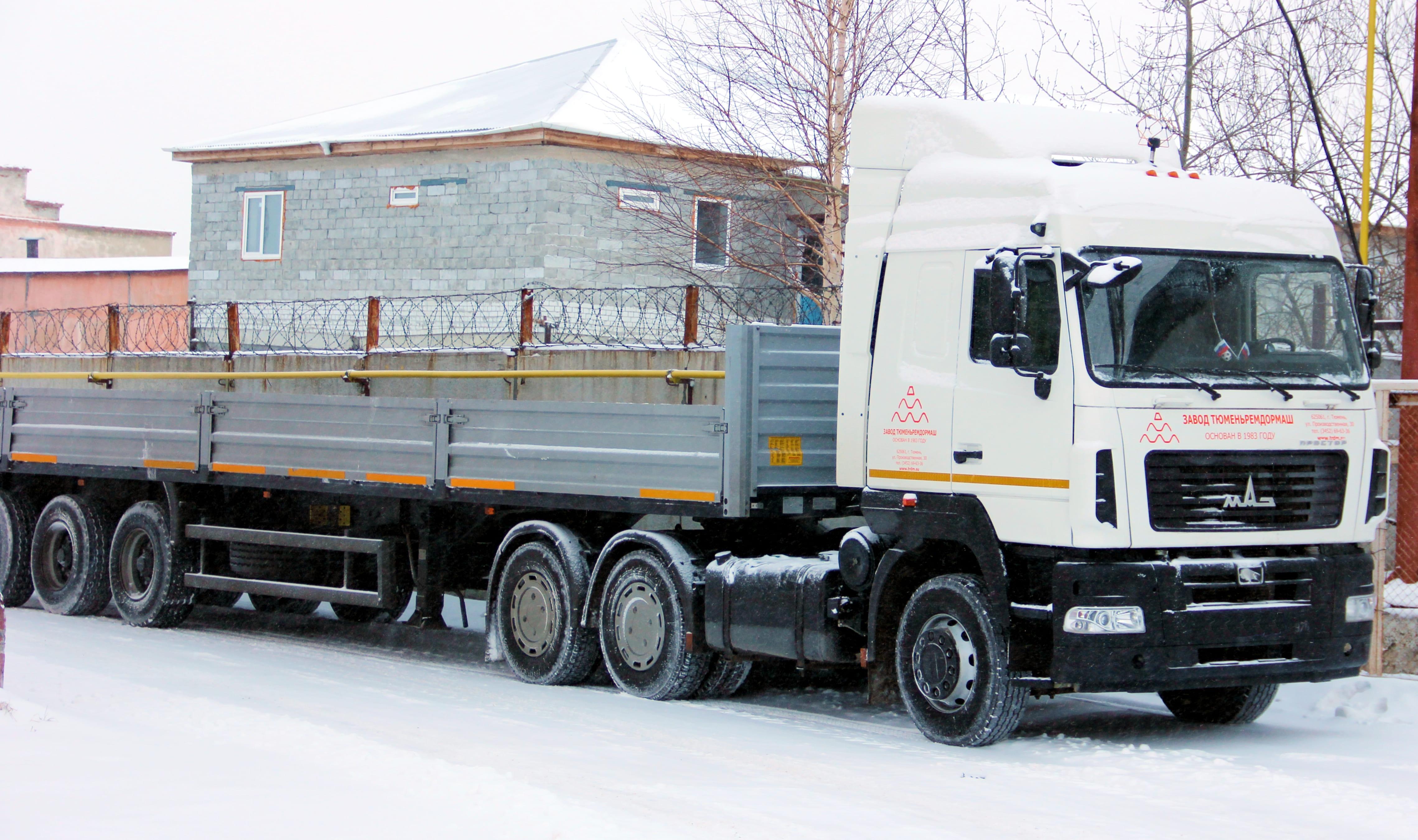 Услуги трактора МТЗ 82.с щеткой – купить в Набережных.